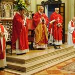 Il vescovo Lafranconi nella chiesa di Sant'Ilario