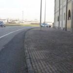 ampio-marciapiede-alla-cascina-Roncacesca