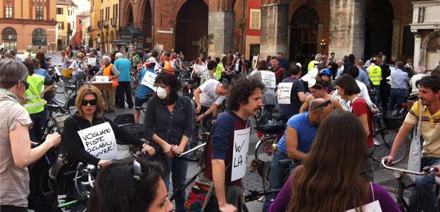 Biciclettata al via da piazza del Duomo