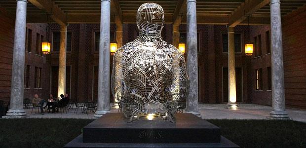 statua-senza-sostegno
