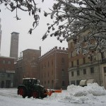 Cremona,-trattori-in-azione-in-piazza-Stradivari4