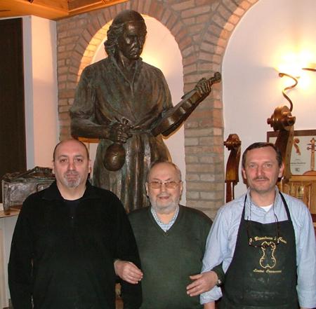 Francesco Bissolotti con i figli liutai