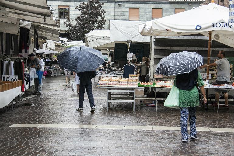 mercato-pioggia-dentro1