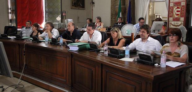 Comune, approvato il bilancio: crescono Imu, Irpef e tasse ...