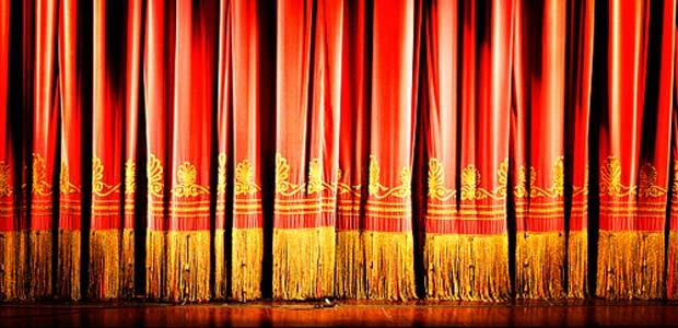 con-i-piedi-sul-palco