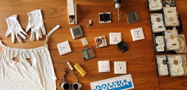Voyeur seriale installa prese e deodoranti con telecamere nei bagni ...