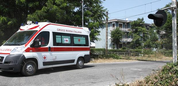 ambulanza-soccorsi-tentato-suicidio