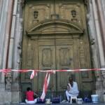 Il portone prima del restauro