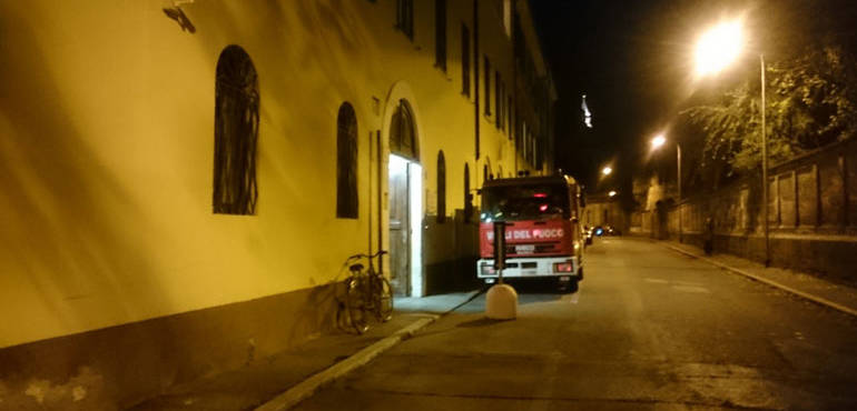 Casa dell 39 accoglienza si stacca tubo dello scaldabagno for Tubo scaldabagno